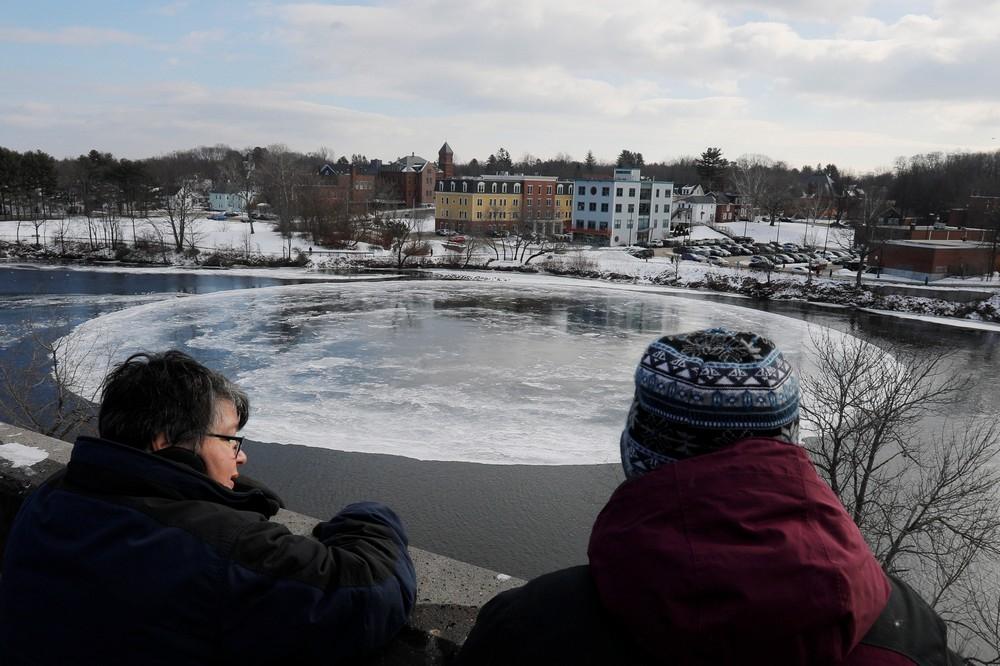 90_метровый ледяной вращающийся диск в американской реке (4)