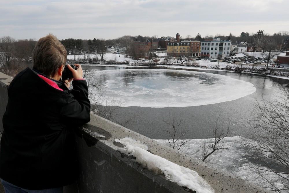 90_метровый ледяной вращающийся диск в американской реке (6)