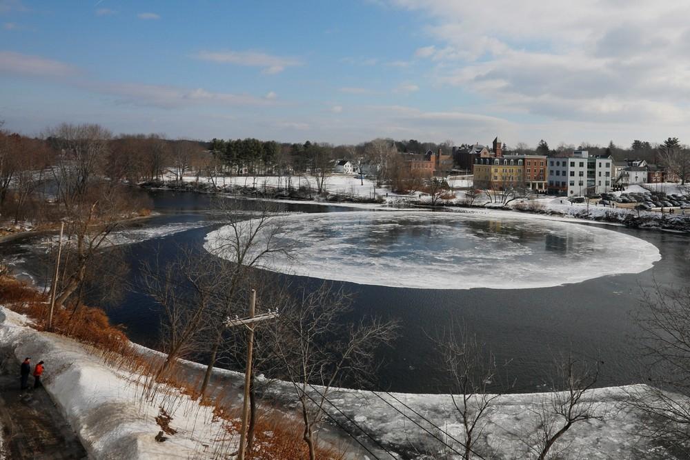 90_метровый ледяной вращающийся диск в американской реке (7)