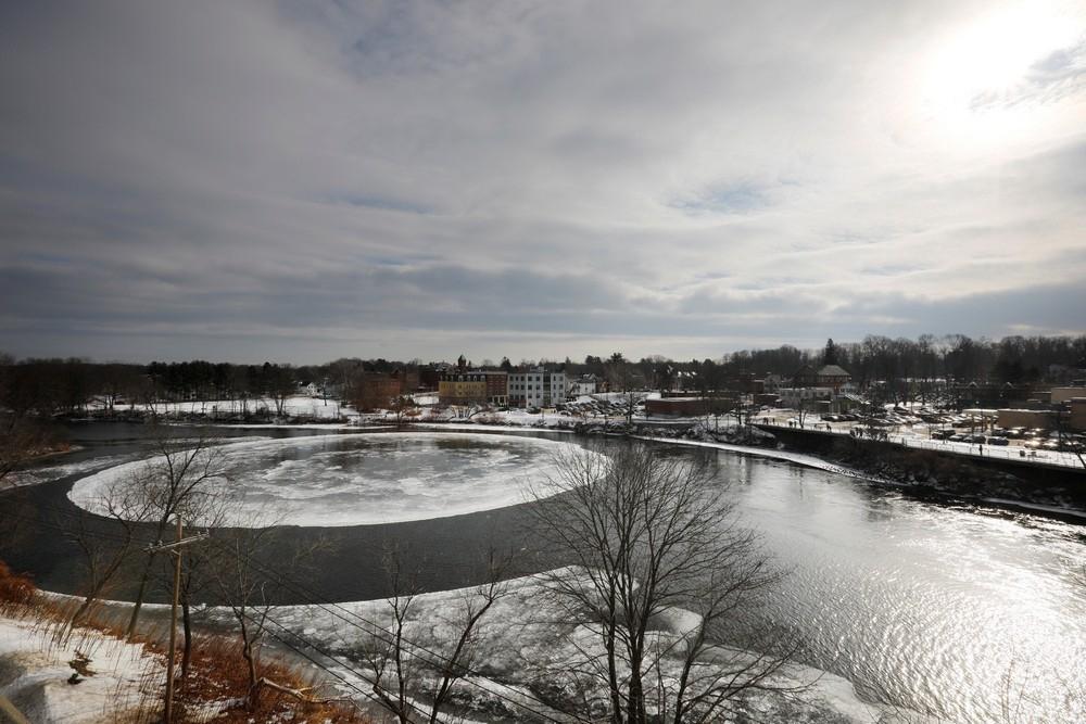 90_метровый ледяной вращающийся диск в американской реке (8)