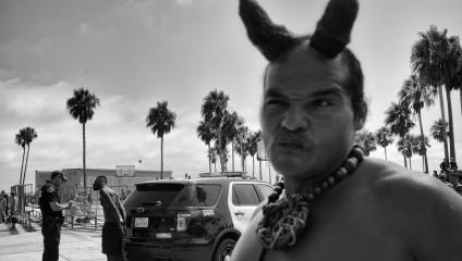 Пляжное веселье в серии снимков Дотана Сагая «Венис Бич: последние дни богемного рая»