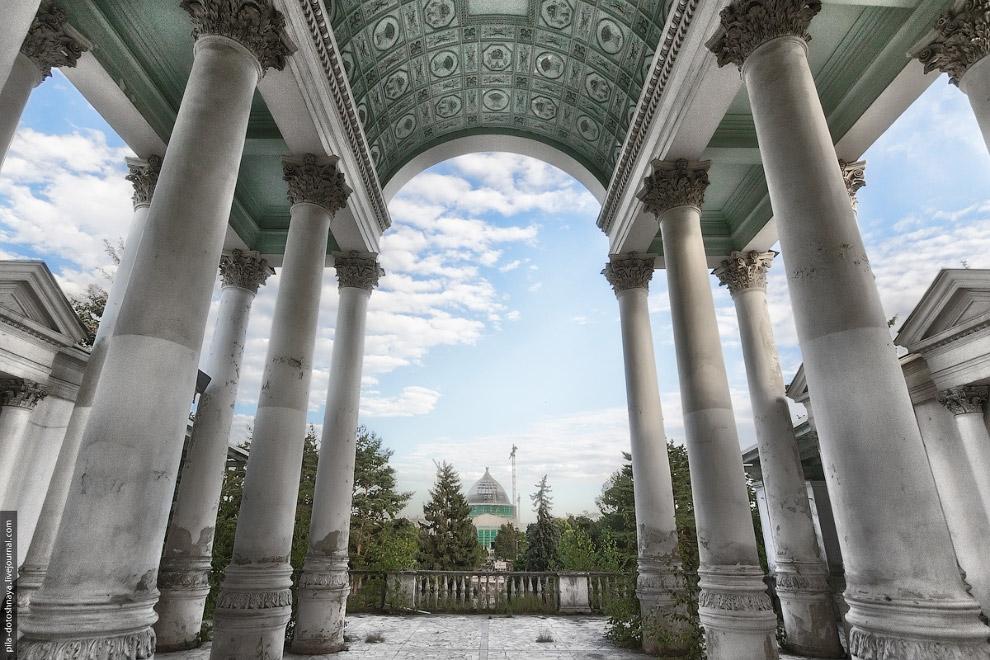 «Золотой колос»: фоторепортаж из руин популярного московского ресторана