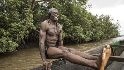 Камерунцы ныряют за песком, рискуя жизнью, а могли бы стать моделями