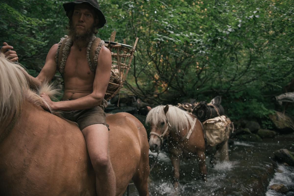 Назад в палеолит_ охотники_собиратели 21_го века в фотопроекте «Живущие дикими» 5