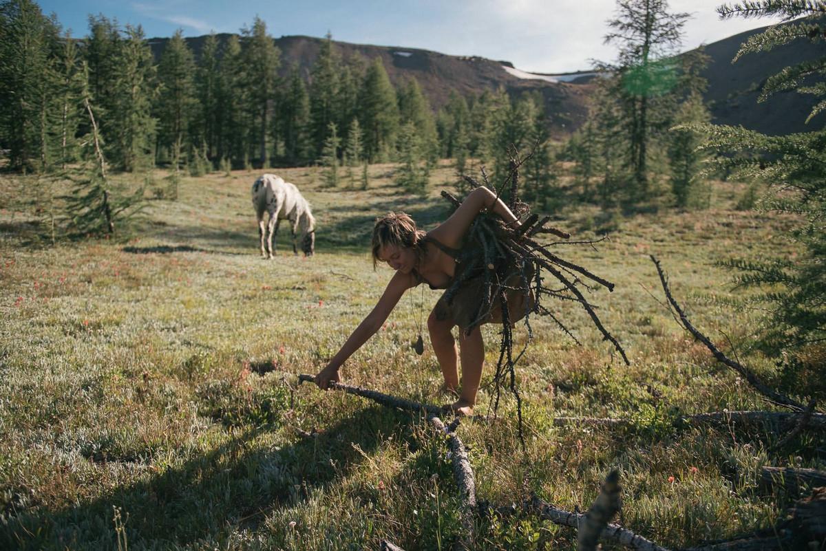 Назад в палеолит_ охотники_собиратели 21_го века в фотопроекте «Живущие дикими» 6