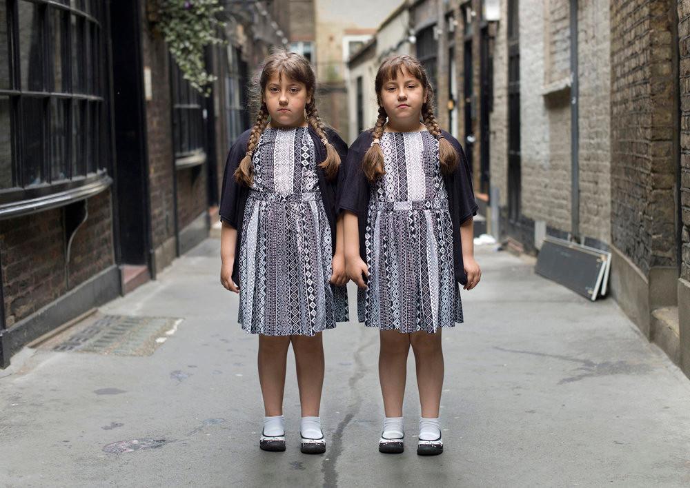 «Одинаковые_ но непохожие». Близнецы в фотопроекте Питера Зелевски 12