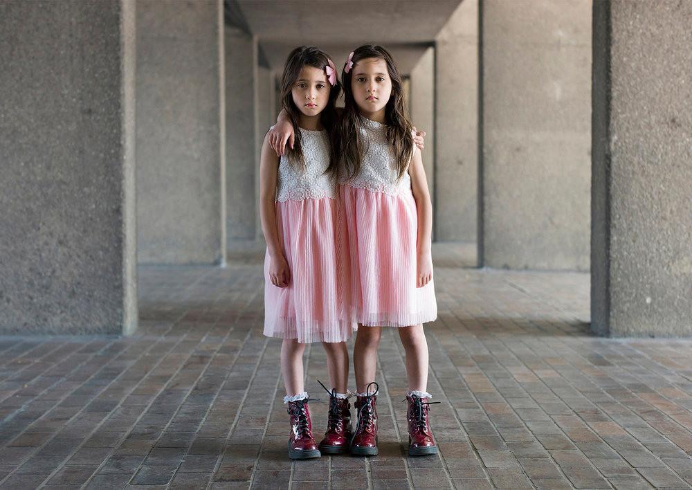 «Одинаковые_ но непохожие». Близнецы в фотопроекте Питера Зелевски 15