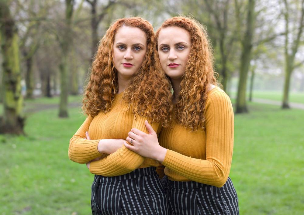 «Одинаковые_ но непохожие». Близнецы в фотопроекте Питера Зелевски 16