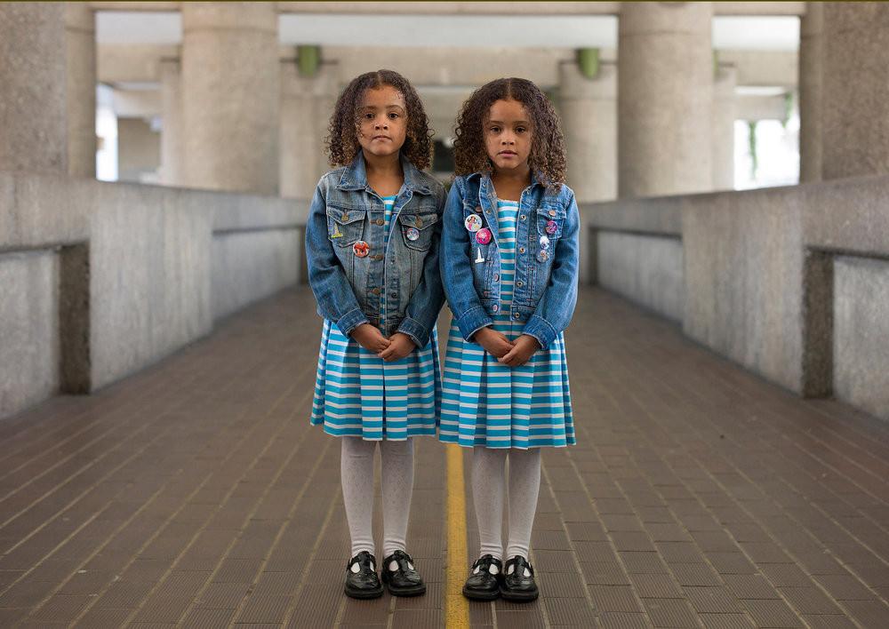 «Одинаковые_ но непохожие». Близнецы в фотопроекте Питера Зелевски 17