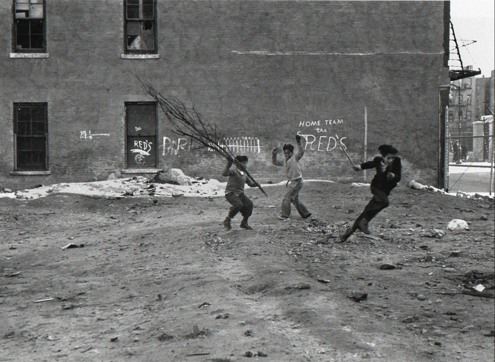 Уличная жизнь Нью_Йорка с 1930_х до 80_х годов в фотографиях Элен Левитт 15