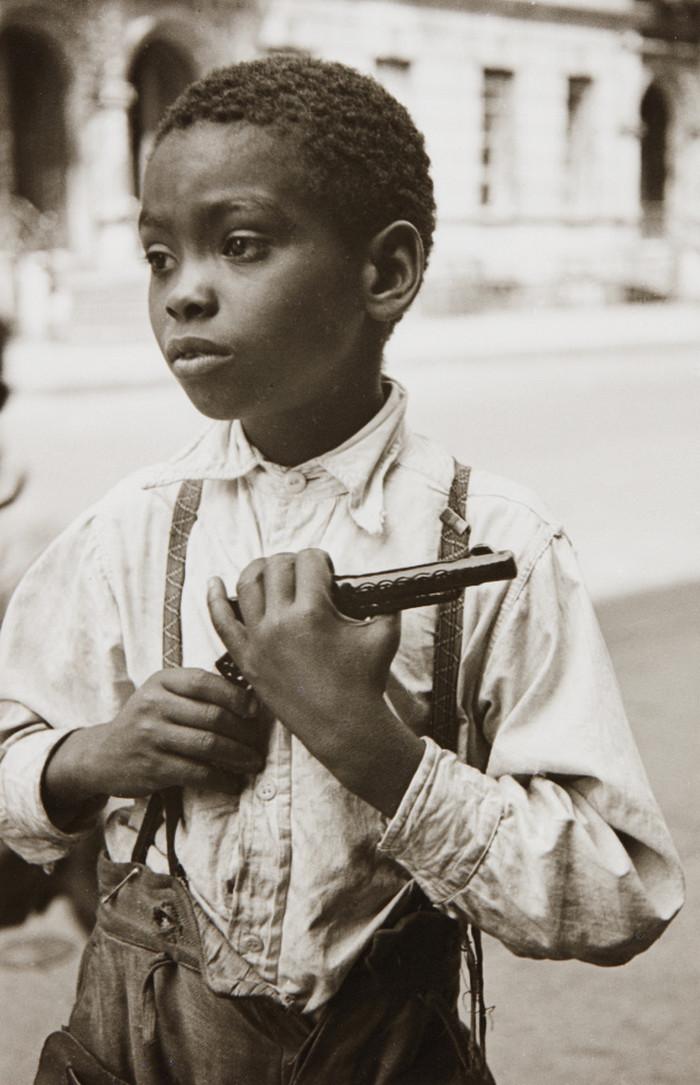 Уличная жизнь Нью_Йорка с 1930_х до 80_х годов в фотографиях Элен Левитт 17