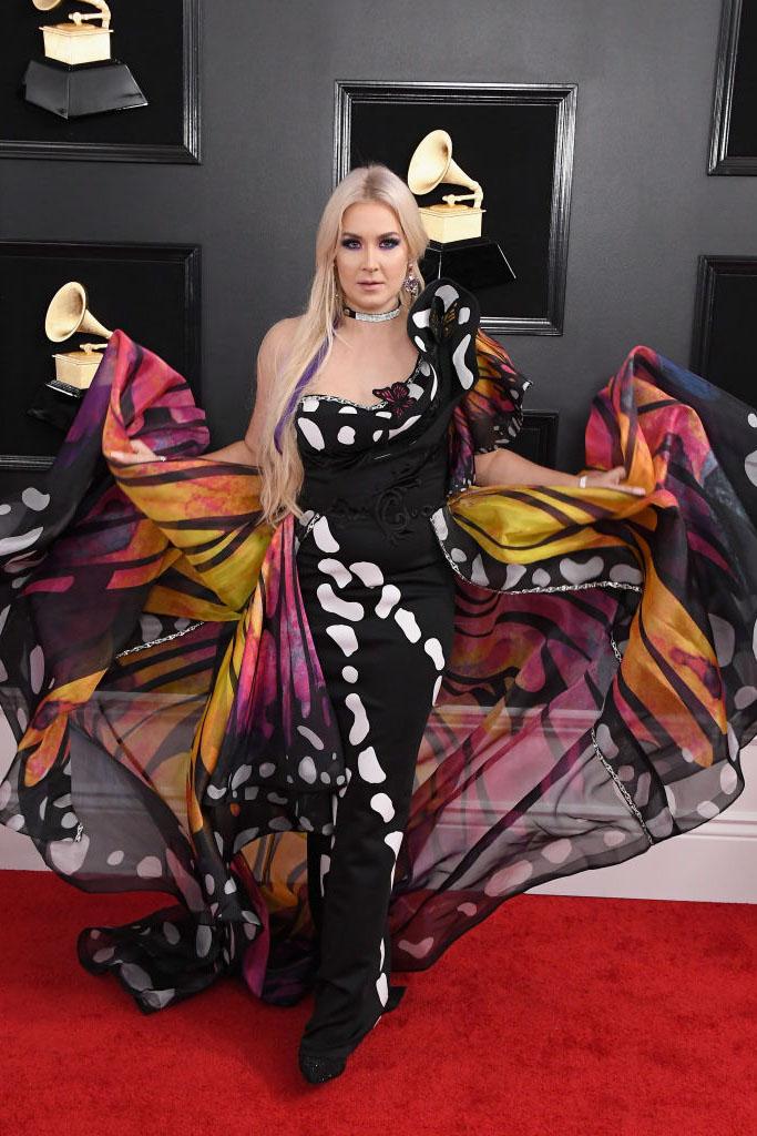Платье-бабочка неуместно смотрелось на ковровой дорожке Saint Heart
