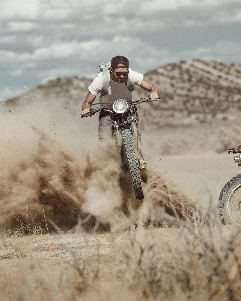Автомобили и мотоциклы на снимках Аарона Бримхолла (10)