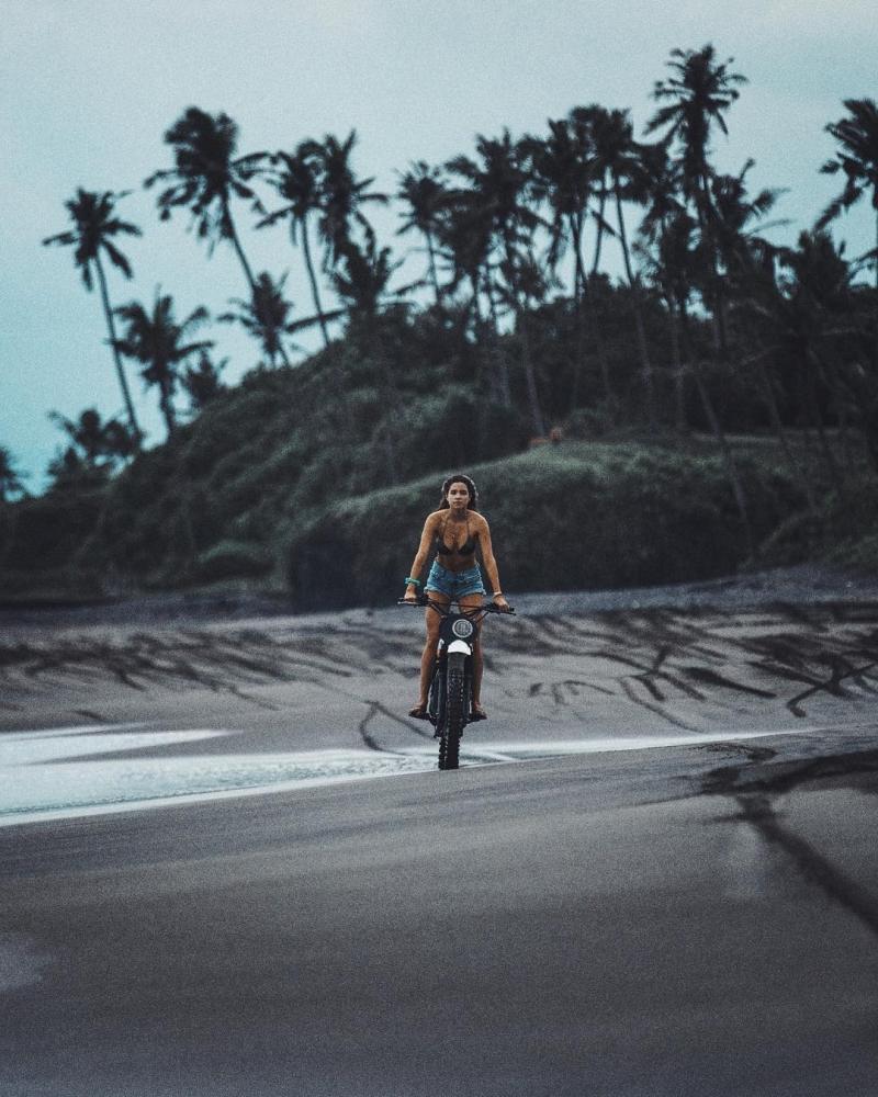 Автомобили и мотоциклы на снимках Аарона Бримхолла (12)