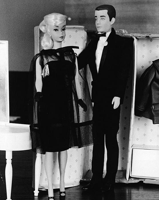 Барби и Кен у шкафа_ 1964 год.