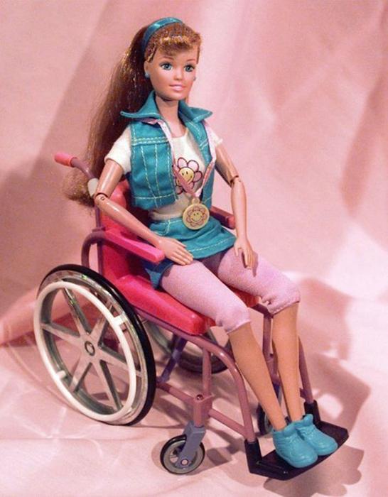 Барби в инвалидной коляске.