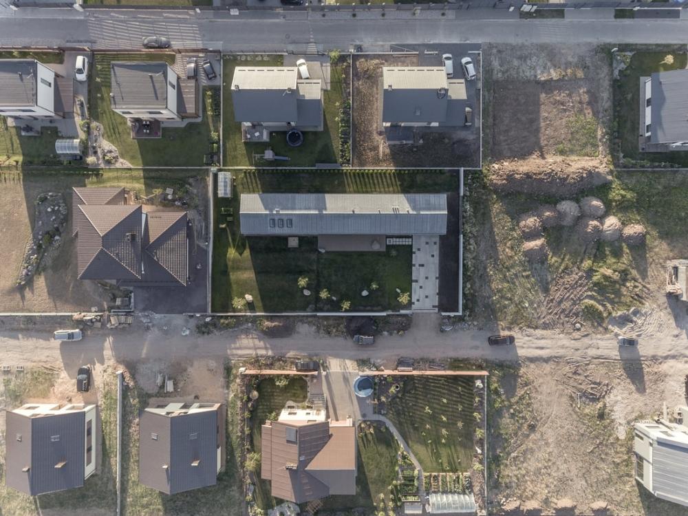 «Бетонный оазис»_ современный одноэтажный особняк в Литве (1)
