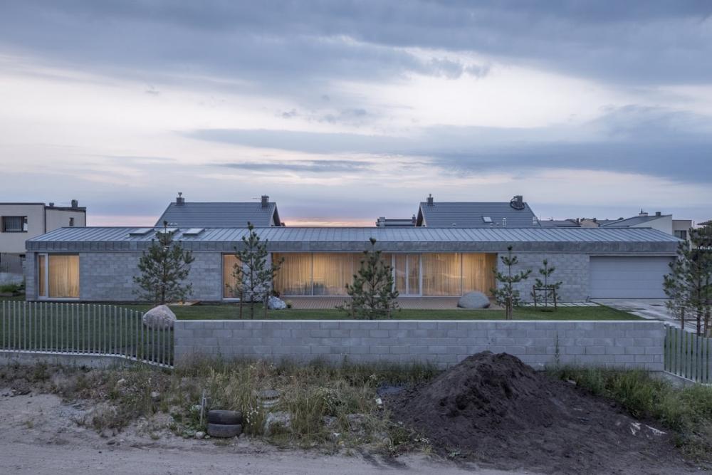 «Бетонный оазис»_ современный одноэтажный особняк в Литве (2)