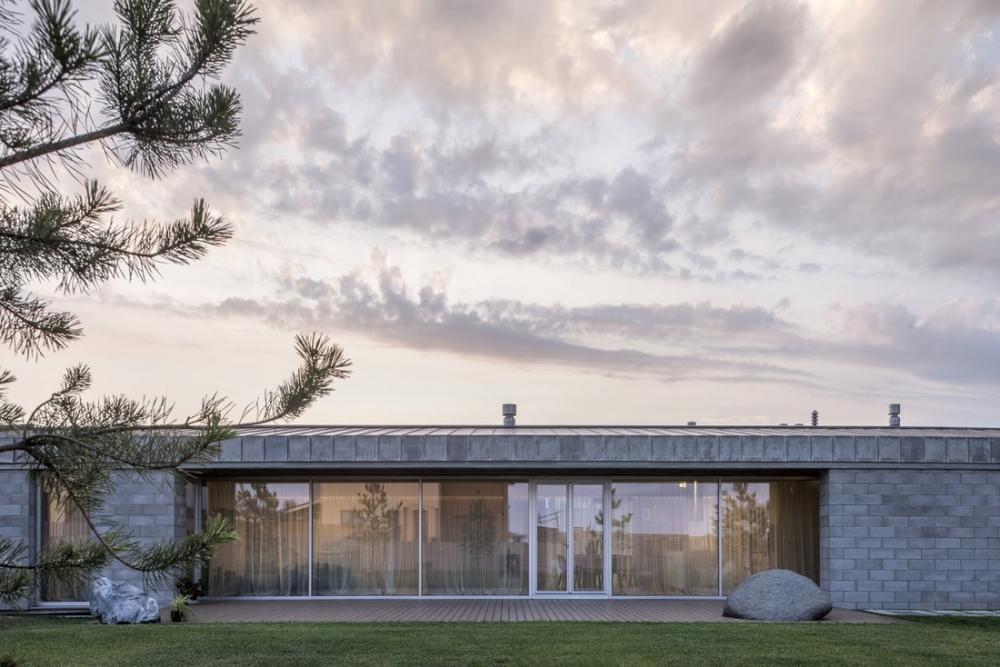 «Бетонный оазис»_ современный одноэтажный особняк в Литве (3)