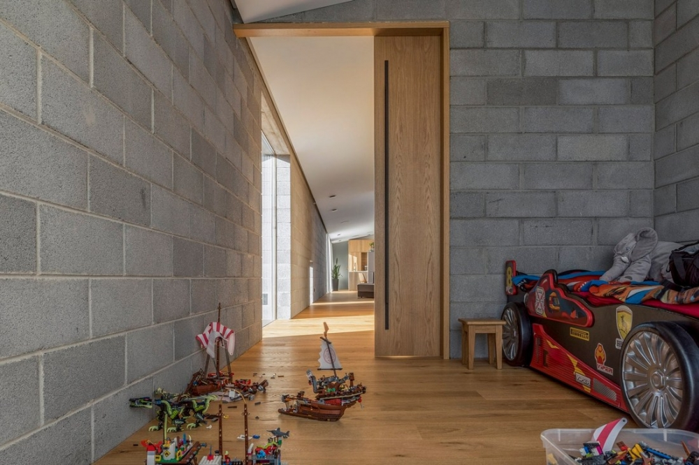 «Бетонный оазис»_ современный одноэтажный особняк в Литве (6)