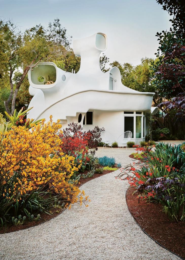 Дом в Калифорнии_ похожий на космический корабль_ каково жить без углов и шкафов
