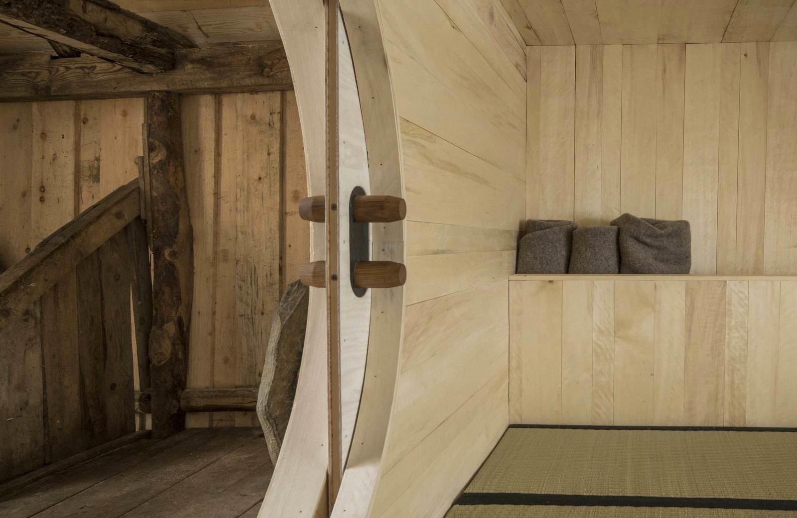 Домик из старого сарая в Норвегии (3)