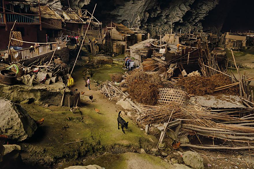 Гигантская пещера в Китае_ в которой поместилась целая деревня на 100 человек (2)