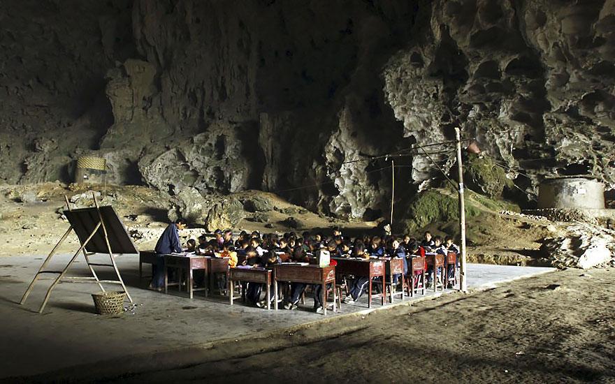 Гигантская пещера в Китае_ в которой поместилась целая деревня на 100 человек (4)
