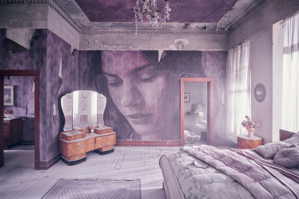 Красота среди руин_ художник превратил заброшенный особняк в уникальный арт_объект (2)