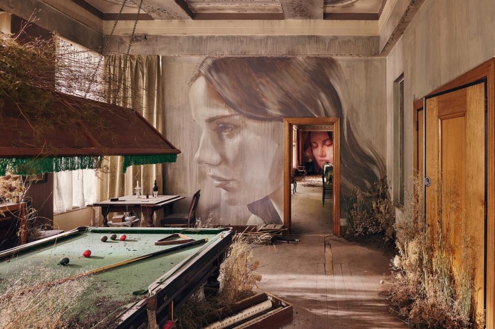 Красота среди руин_ художник превратил заброшенный особняк в уникальный арт_объект (3)