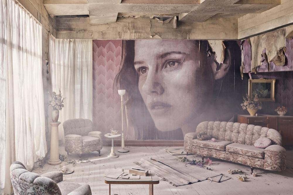 Красота среди руин_ художник превратил заброшенный особняк в уникальный арт_объект (5)