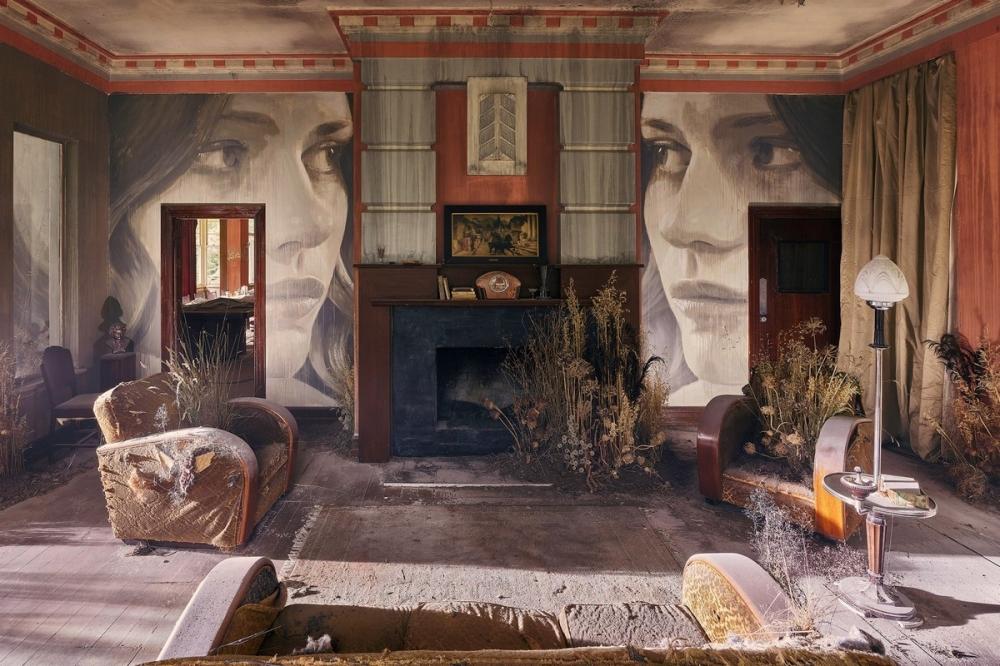 Красота среди руин_ художник превратил заброшенный особняк в уникальный арт_объект (7)