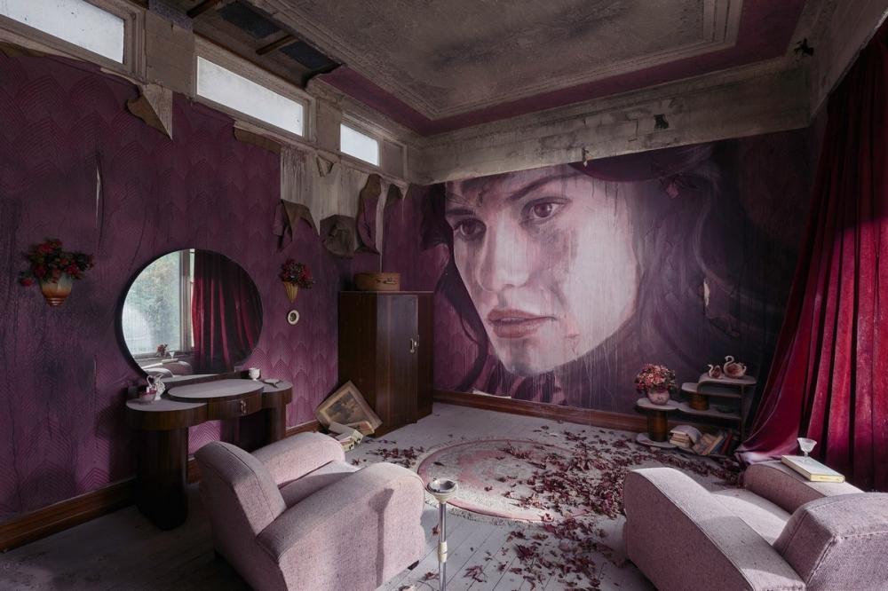 Красота среди руин_ художник превратил заброшенный особняк в уникальный арт_объект (8)