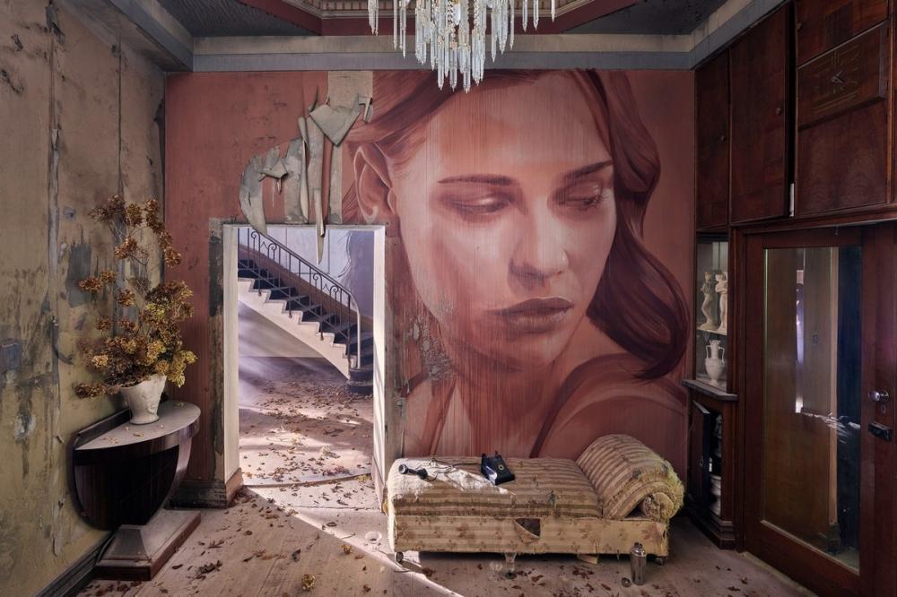 Красота среди руин_ художник превратил заброшенный особняк в уникальный арт_объект (9)