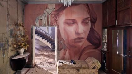 Британский художник превратил старый заброшенный дом в арт-объект