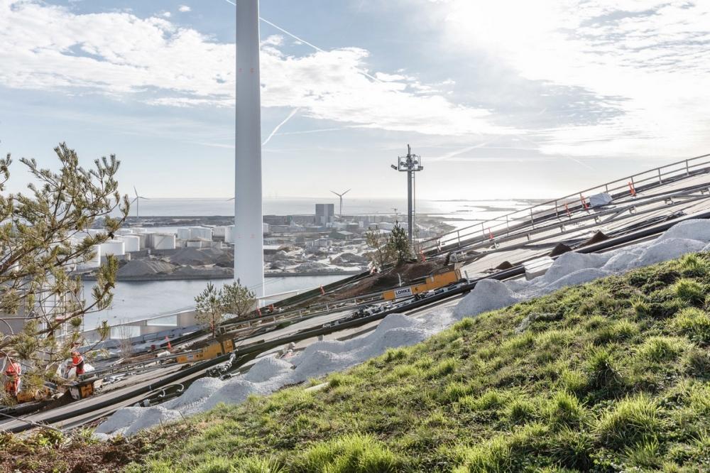 Лыжный склон на датском мусоросжигающем заводе (2)
