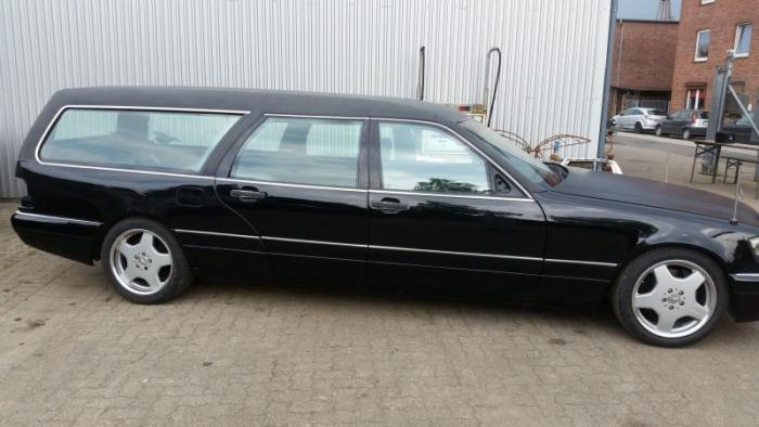 Mercedes_Benz W140 превратили в катафалк с кожаной крышей (1)