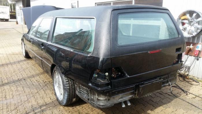 Mercedes_Benz W140 превратили в катафалк с кожаной крышей (2)