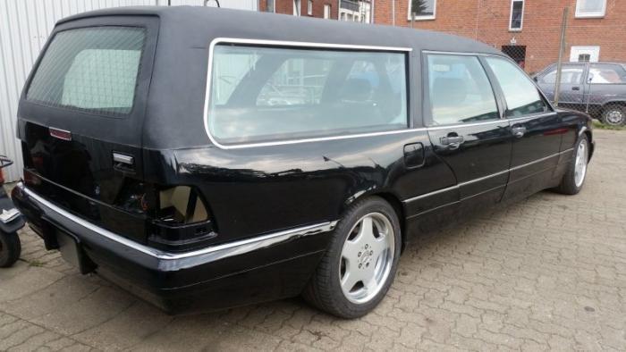 Mercedes_Benz W140 превратили в катафалк с кожаной крышей (3)