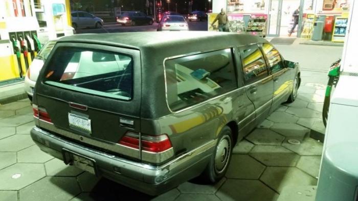 Mercedes_Benz W140 превратили в катафалк с кожаной крышей (8)