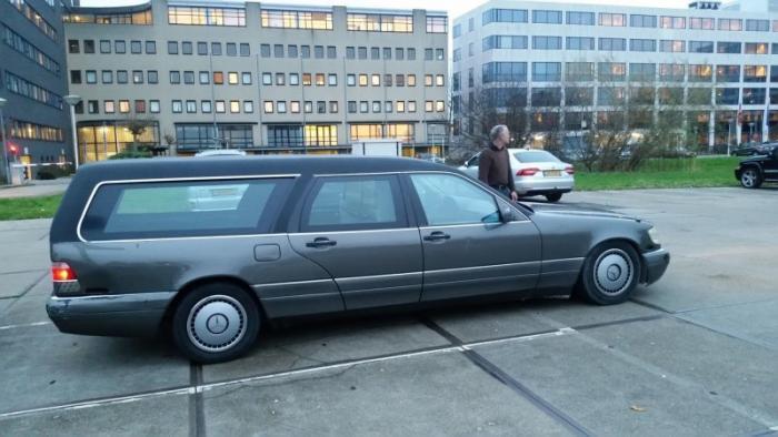 Mercedes_Benz W140 превратили в катафалк с кожаной крышей (9)