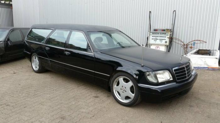 Mercedes_Benz W140 превратили в катафалк с кожаной крышей