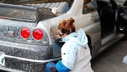 Жена разрисовала машину мужа маркером: фото результата, который поразил всех