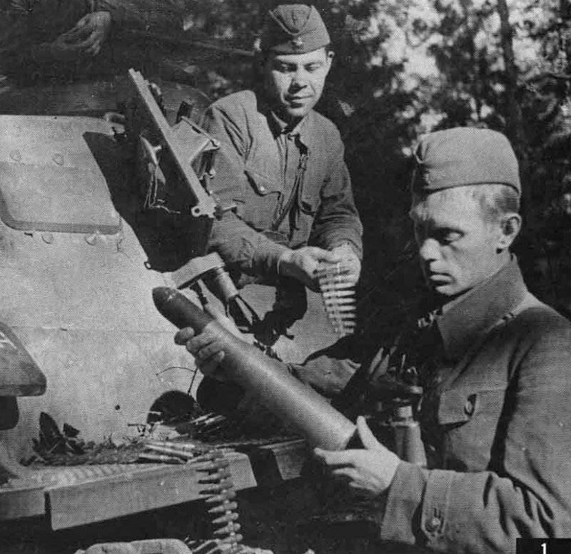 Немецкий средний танк T_III. Памятка бойцу РККА_17 фото_ (2)