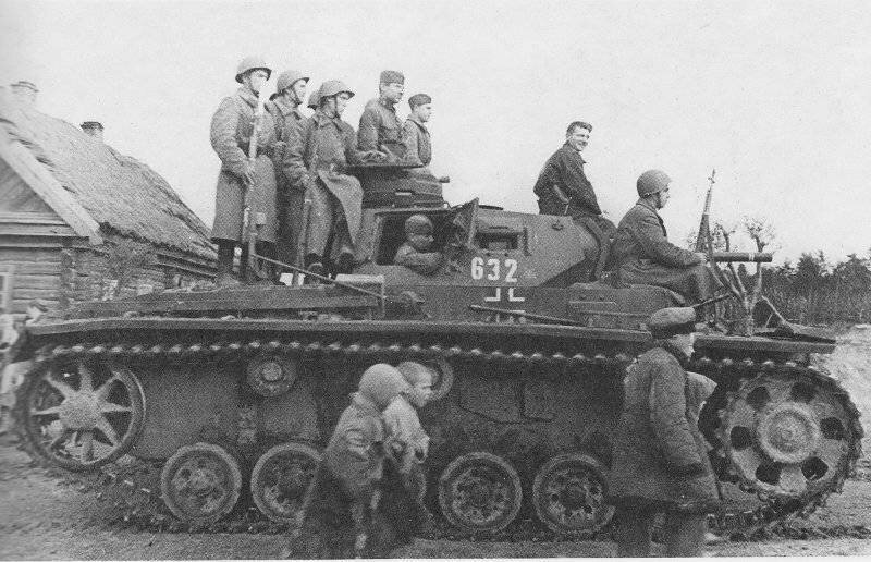 Немецкий средний танк T_III. Памятка бойцу РККА_17 фото_ (4)