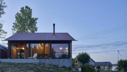Необычный дом на берегу фьорда в Норвегии