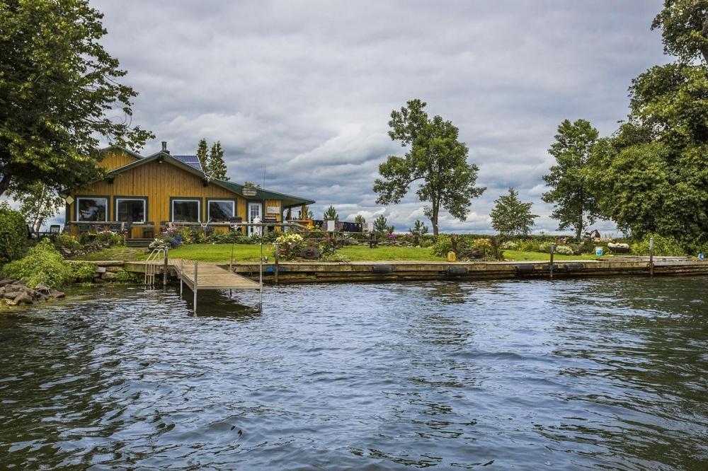 В Канаде продается живописный остров за _520 000 (11)