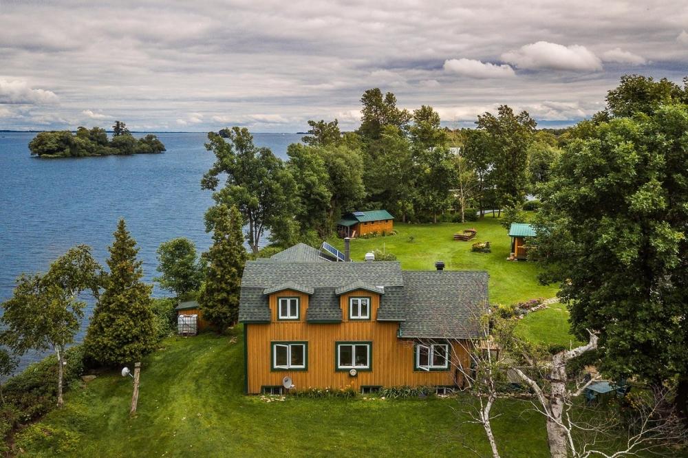 В Канаде продается живописный остров за _520 000 (12)