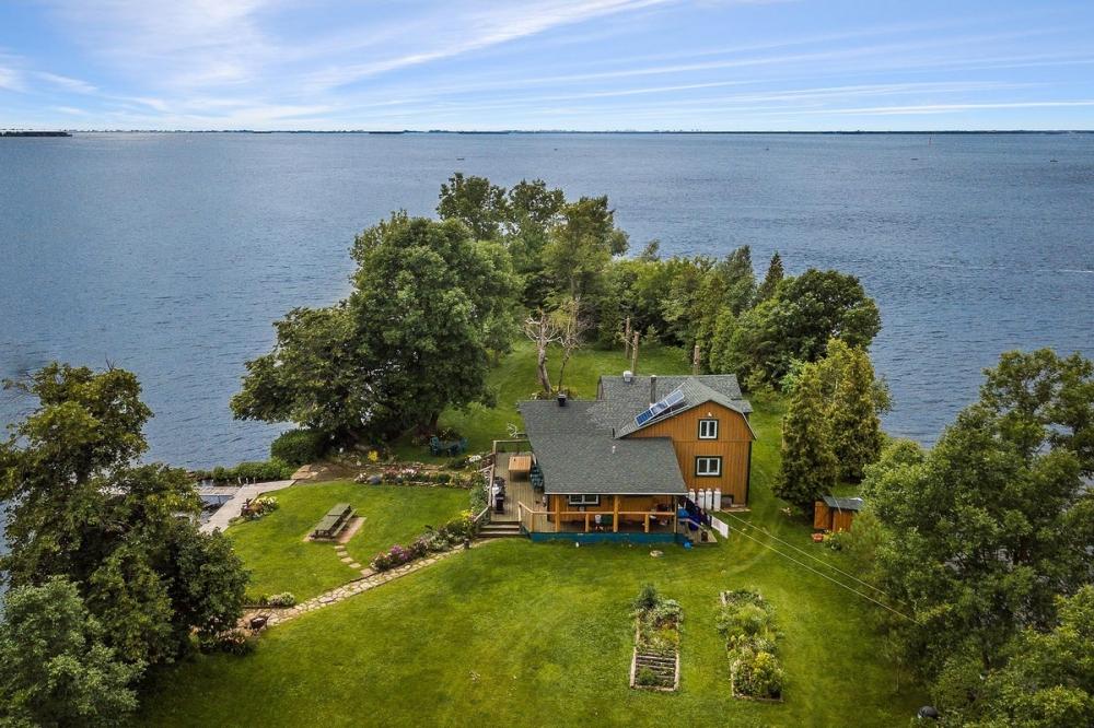 В Канаде продается живописный остров за _520 000 (14)
