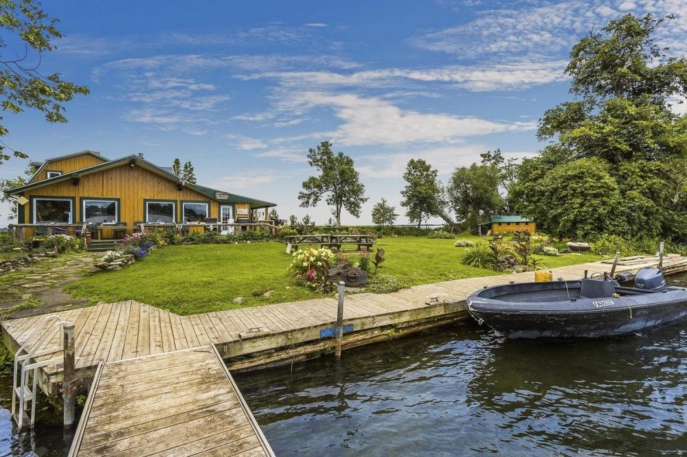 В Канаде продается живописный остров за _520 000 (15)